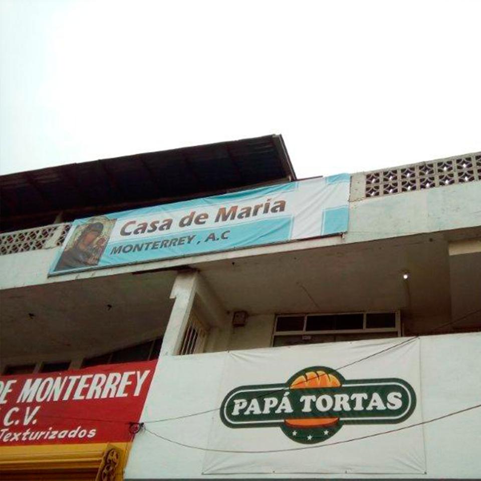 Personal de Servicio Maqro , entregando despensas a comedor CASA DE MARIA MONTERREY A.C.